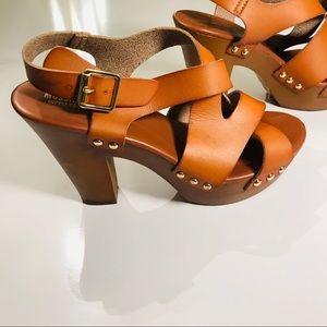 50% Off Sale 🎉🎉 Tan Platform Sandals